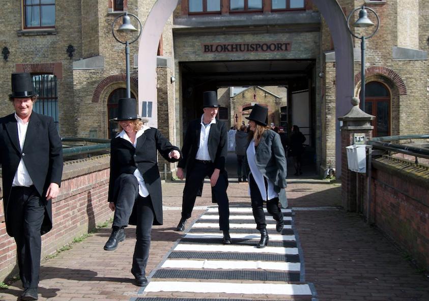 Silly walks bij de Blokhuispoort