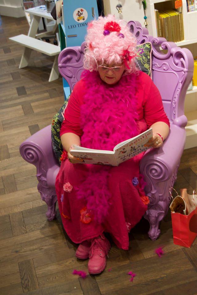 Tante Rozet leest voor